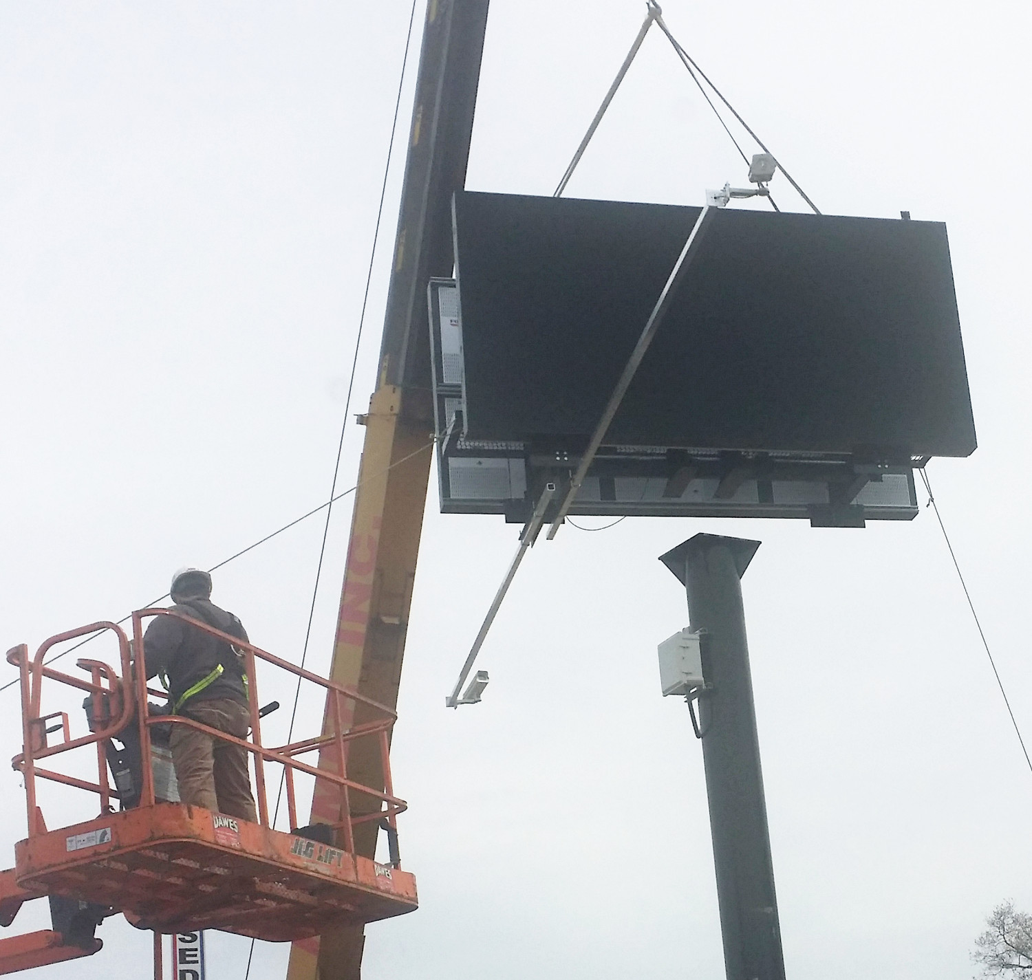 Outdoor Billboard Automotive Digital Signage Strandvision Led Wiring Attach Electronic Display Heads To Tower